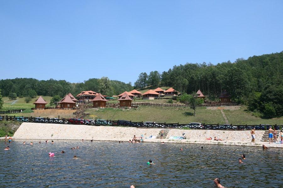 jezero u Kostunicima