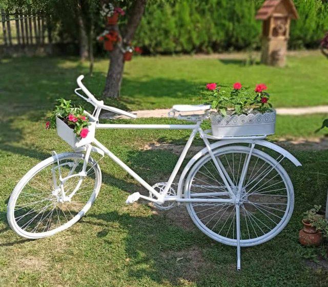 Bicikla u dvoristu